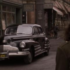 Carter ve a Kruger huir en automóvil.