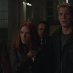 Rogers y compañía se reúnen con Fury.
