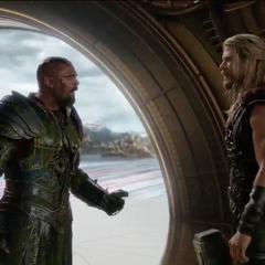 Thor se entera de que Skurge es el nuevo guardián del Bifrost.