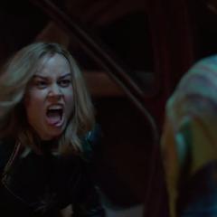 Vers pelea con un Skrull.