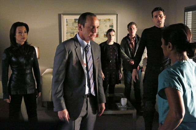 File:Melinda May (Earth-199999), Phillip Coulson (Earth-199999), Jemma Simmons (Earth-199999), Leopold Fitz (Earth-199999), and Grant Ward (Earth-199999) from Marvel's Agents of S.H.I.E.L.D. Season 1 14 001.jpg