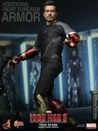 Hot-Toys-Armor-Testing-Tony-Stark-update-2