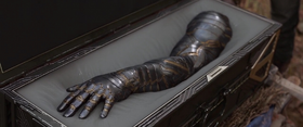 Winter Soldier's prosthetic arm in Avengers Infinity War
