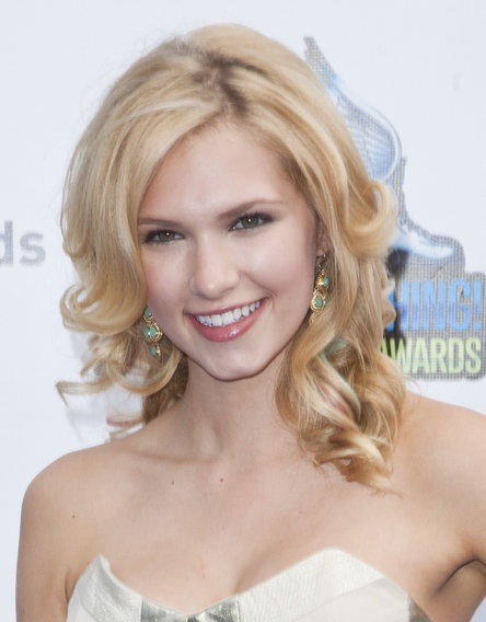 Claudia Lee the outcasts