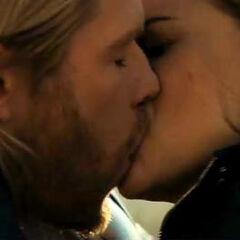 Thor and Jane kiss.