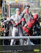 Ryan-reynolds-meets-mayor-at-deadpool-set-02
