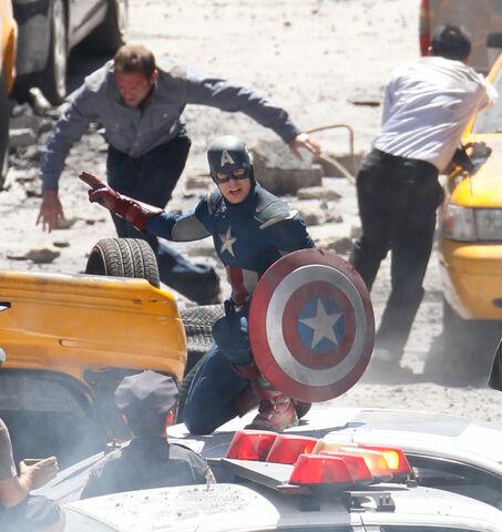 File:Chris evans captainamerica-avengers.jpg