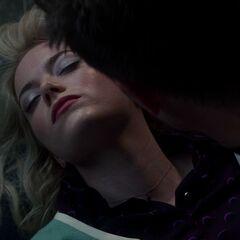 Gwen's lifeless body