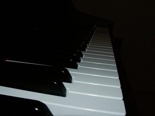 File:Piano Bridge.jpg