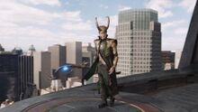 Loki contemple la bataille de New york