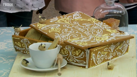 Flora-earl-grey-biscuit-box-S6-Ep2