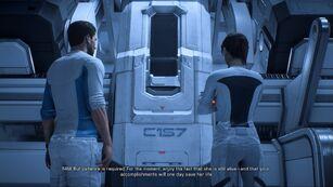 Ryder-Zwillinge vor der Stasis-Kapsel ihrer Mutter