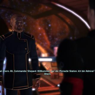 Admiral Ahern führt einen in die Station ein.