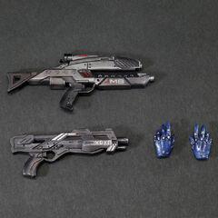 Модельки вооружения Эшли (единственная ошибка-дробовик вместо снайперской винтовки).