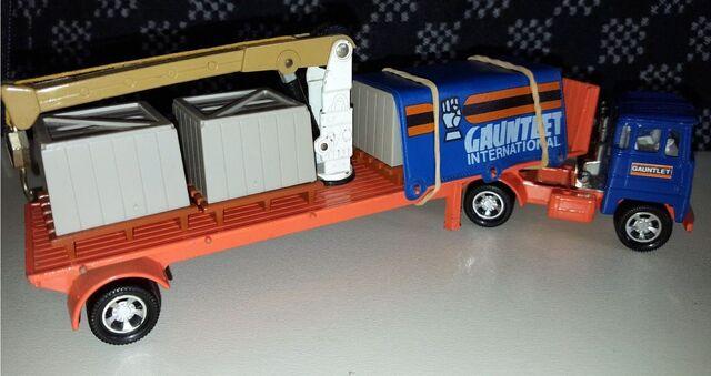 File:Cargo Hauler (1982-83 K-33).jpg