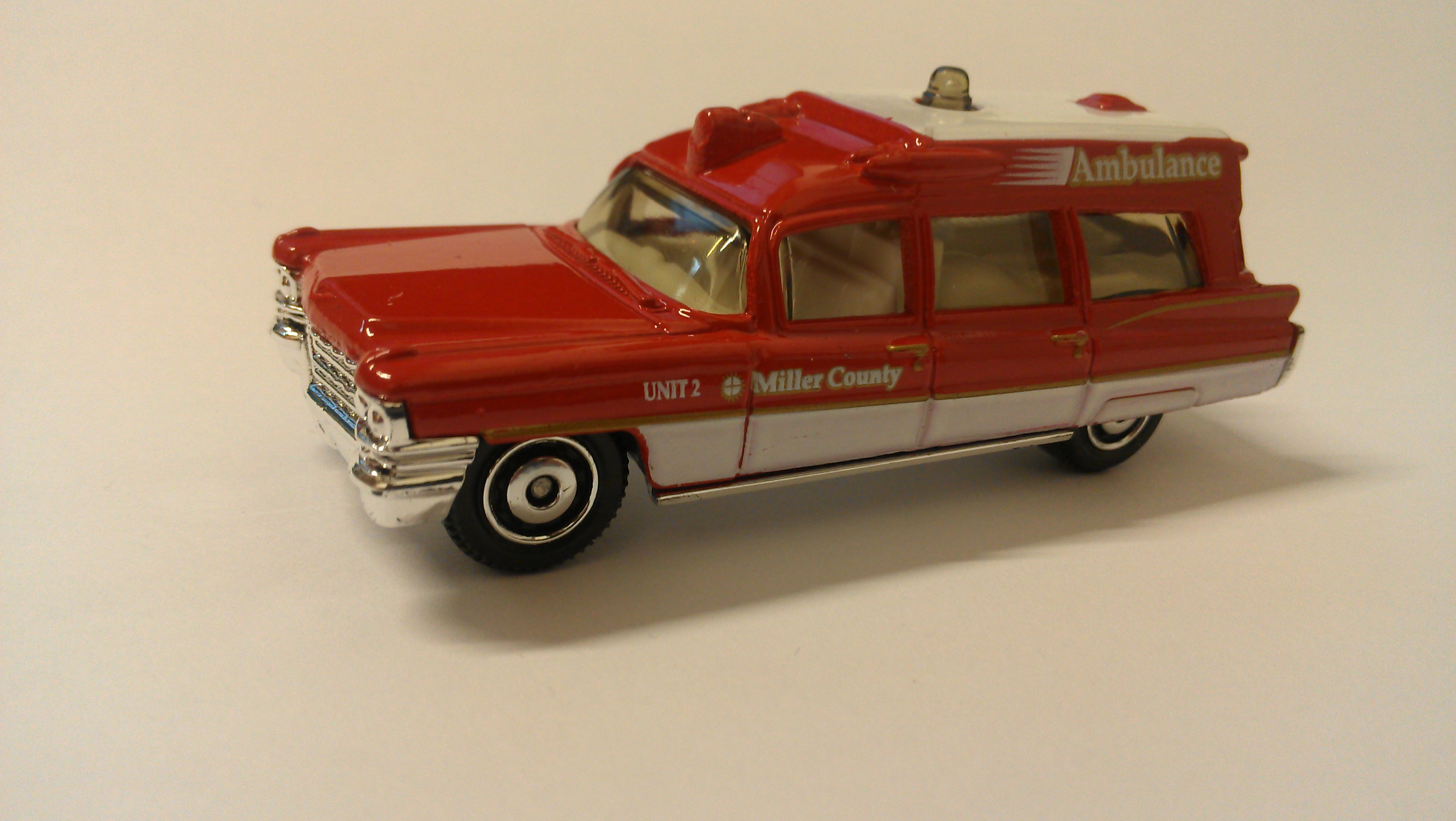 NEW 2010 Matchbox Cars /'63 Cadillac Ambulance 1:81
