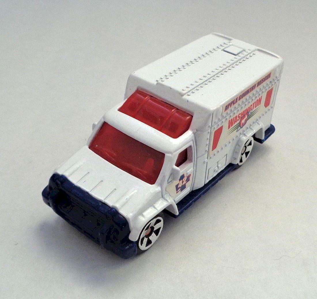Rescue Squad # 42 USA 2001 92251 MATCHBOX Ambulance//SERIE