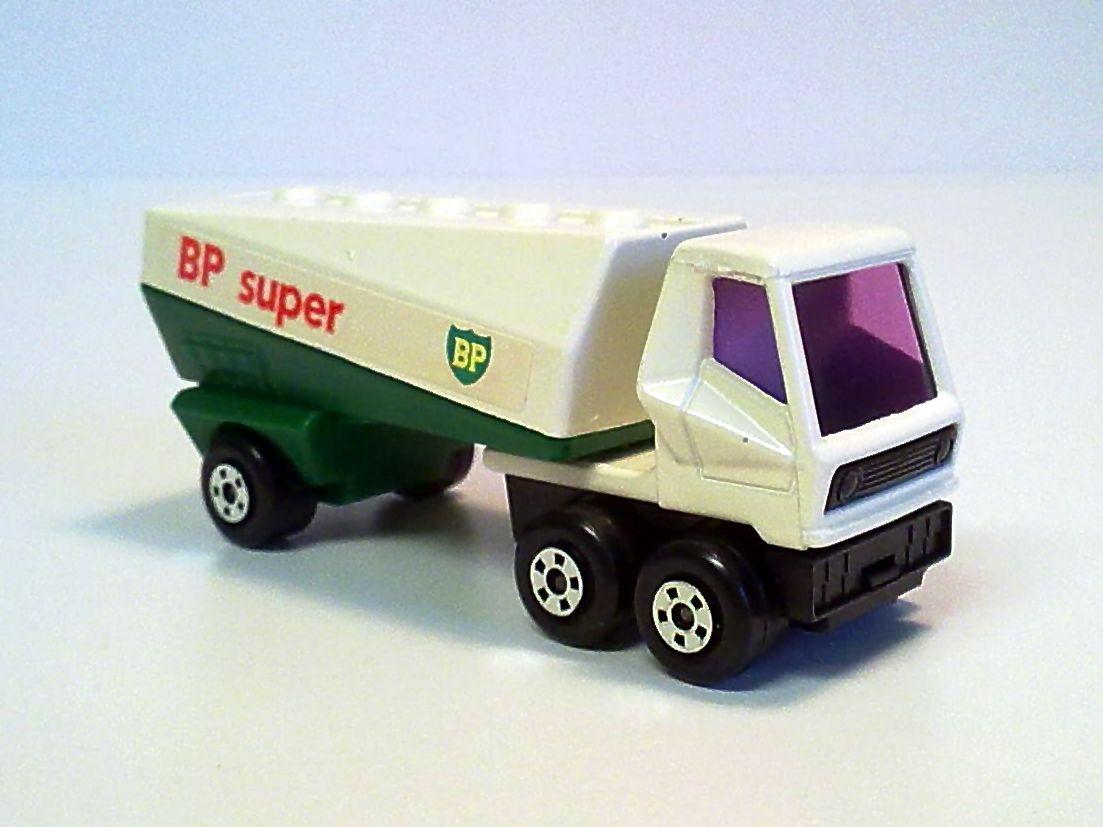 MATCHBOX LESNEY SUPERFAST ENGLAND MB 63 1974 FREEWAY GAS TANKER BURMAH 1-75