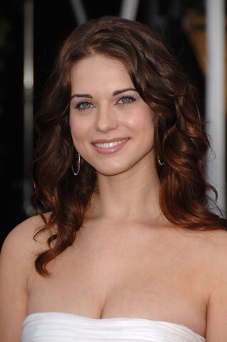File:Lyndsy Fonseca 14th-SAG-Awards Vettri.Net-05.jpg