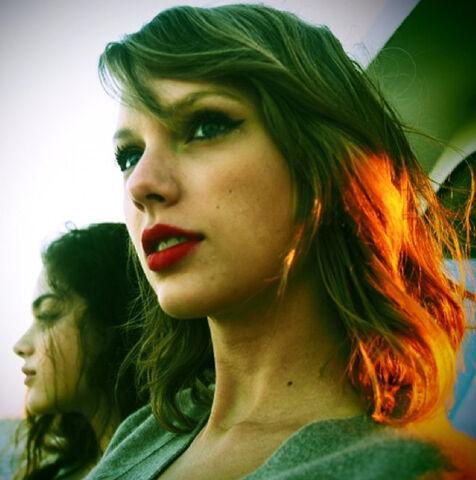File:Taylor-swift-insta.jpg
