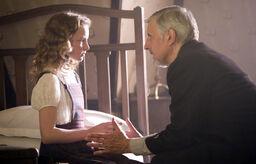 Магистр передает Лире Алетиометр