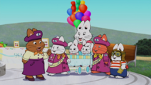Max, Ruby and Lousie look at the badge (2)