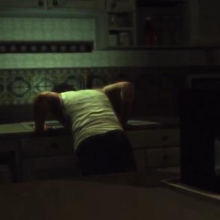 ...y vomitando en la cocina.