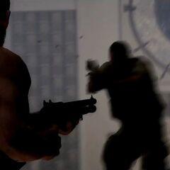 Max Payne a punto de matar a un gángster con la escopeta.