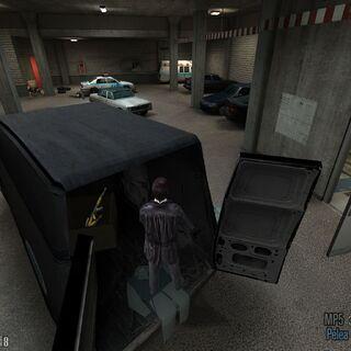Un par de armas dentro de la furgoneta de los limpiadores.