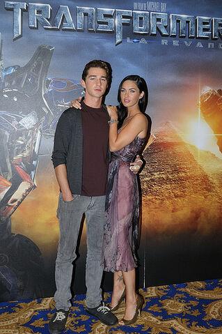 File:Transformers 2, Megan Fox & Shia Labeouf.jpg
