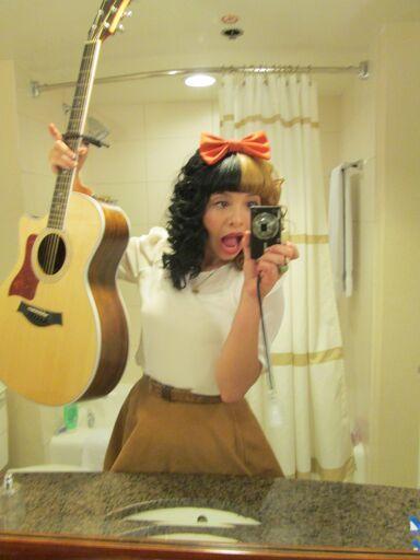 File:Melanies crazzy guitar.jpg