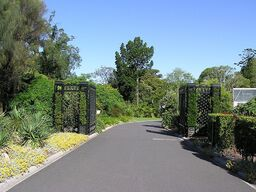 800px-Royal Botanic Gardens (Entrance Gate)