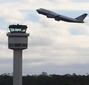 630px-Melbourne airport control tower and united B747