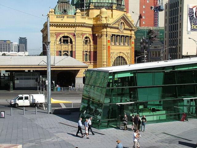 File:800px-Flinderstreetstation.jpg