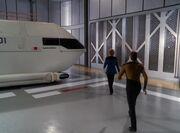Data und Pulaski betreten das Shuttle Sakharov