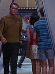 Offizier im Korridor 2 Enterprise 2254