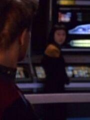 Besatzungsmitglied auf der Brücke der Voyager 2372