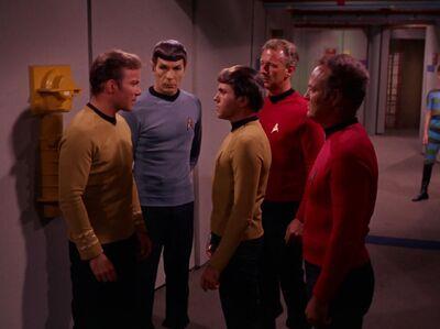 Chekov verhaftet Kirk