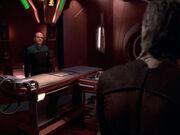 Der Doktor stellt Crell Moset zur Rede