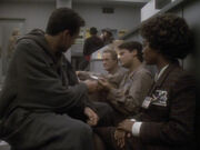 Bernardo zeigt Bashir seine Familie