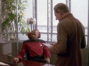 Sisko und Odo hinterfragen die Ereignisse