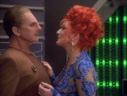 Lwaxana en Odo (2369)