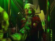 Borg-Königin assimiliert Admiral Janeway