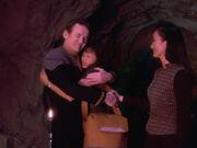 Miles und Keiko verabschieden sich von Molly