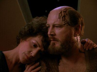 Lwaxana trauert mit Timicin