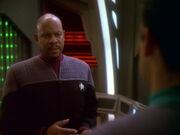Sisko steht Bashir bei
