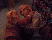 Quark und Rom ringen miteinander