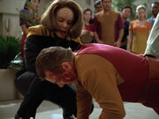 B'Elanna und Janeway beenden die Schlägerei