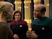 Janeway und der Doktor überbringen Seven die Diagnose