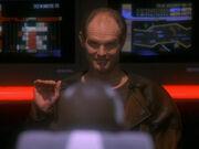 Eddington verabschiedet sich von Sisko